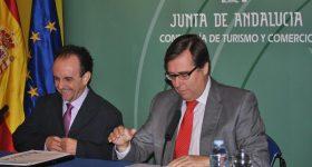 Firma de convenio entre AEHCOS y Andalucía Lab